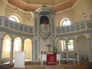 Kirche innen neue Fenster